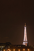 EN. The Eiffel tower illuminated by night. Paris, France.<br /> ES. La torre Eiffel iluminada por la noche. Paris, Francia