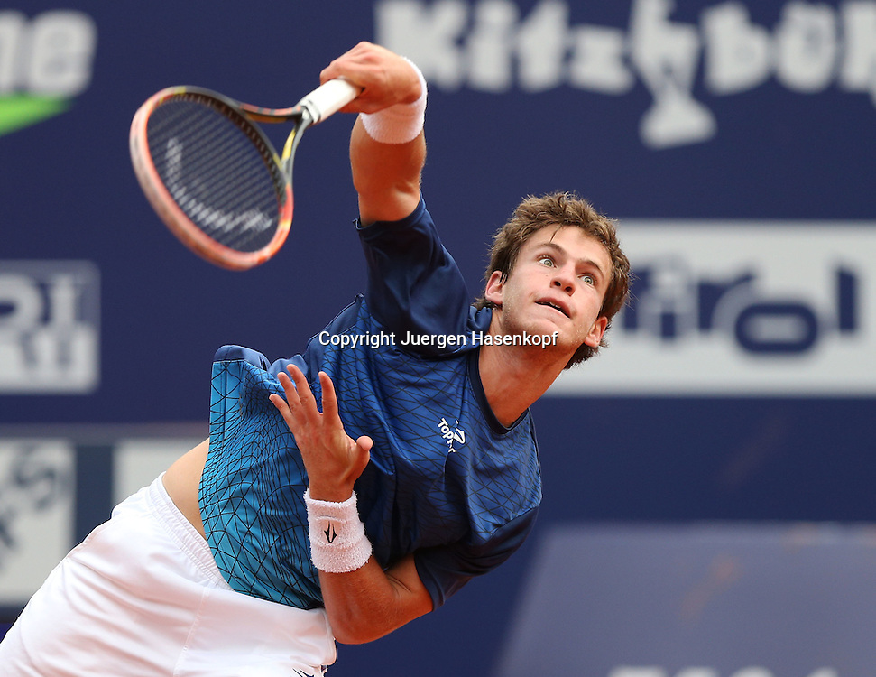 bet-at-home Cup   2013 , ATP World  Tour,<br /> TennisTurnier, International Series,Sandplatz,<br /> Kitzbuehel,Oesterreich,<br /> Diego Schwartzman (ARG),Einzelbild,Aktion,Aufschlag,<br /> Halbkoerper,Querformat,