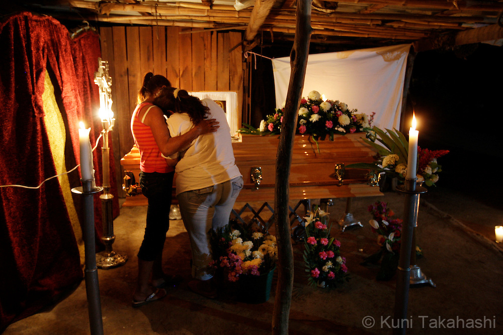 Maria Elena de la Torre cries during a vigil for her daughter, Mariana de la Torre, 29, at her house in Apatzingan, Mexico on April 8, 2009.<br /> (Photo by Kuni Takahashi)