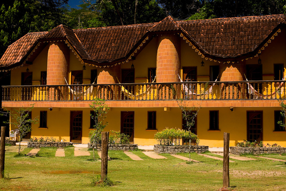 Domingos Martins_ES, Brasil...Fachada da Pousada Rancho Lua Grande ao lado de um trecho da Rota Imperial, antiga Estrada Dom Pedro de Alcantra...Facade of Rancho Lua Grande hotel next to the ancient Rota Imperial, know as Dom Pedro de Alcantara road...Foto: LEO DRUMOND / NITRO