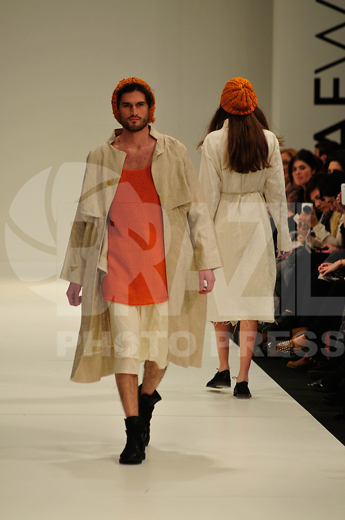 BUENOS AIRES, ARGENTINA, 06.08.2013 - BUENOS AIRES FASHION WEEK - Modelo desfila para grife Joan Martorelo durante do Buenos Aires Fashion Week Primavera-Verao 2013-2014 no La Rural na noite desta terca-feira, 06. (Foto: Patricio Murphy / Brazil Photo Press).