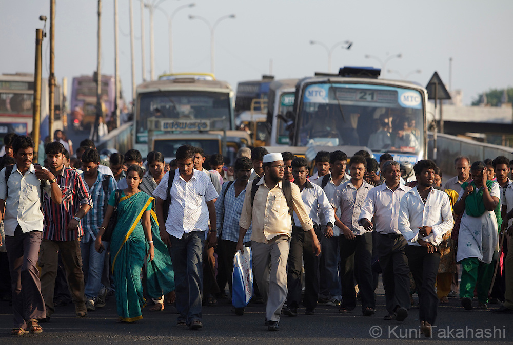 Commuters cross road between traffic near the Central Station in Chennai, India on April 17, 2012. <br /> (Photo by Kuni Takahashi)