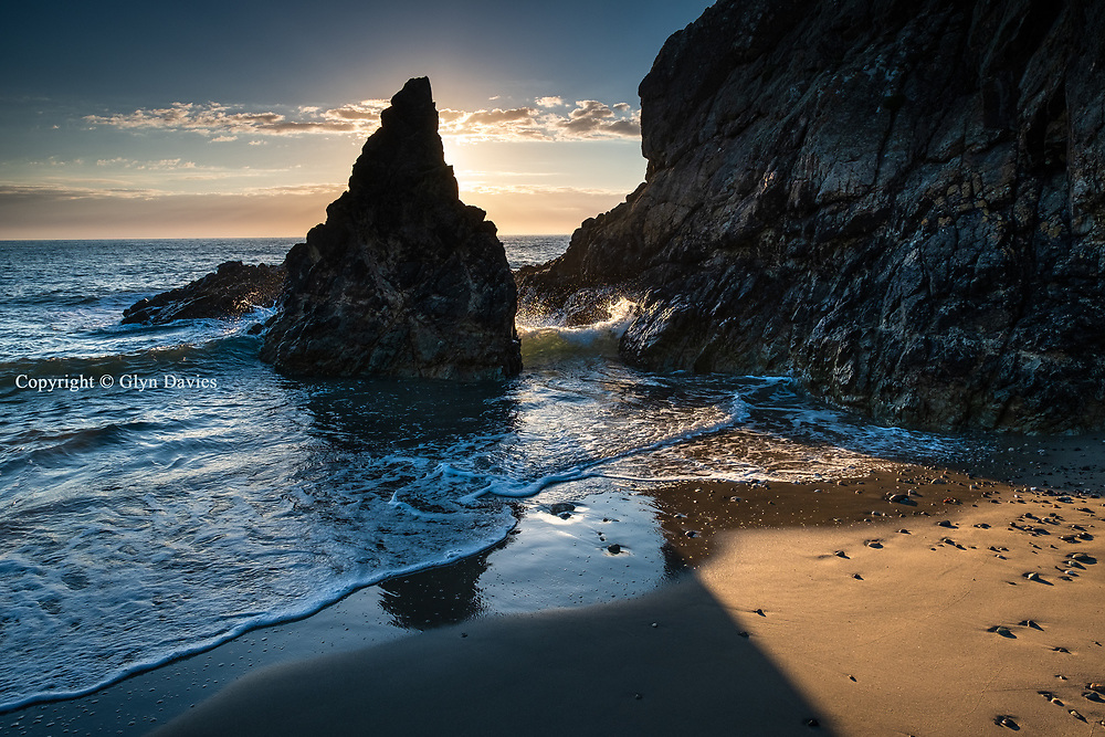 Lots of luck but probably still worth the wait, as the tide slowly pushed in as the sun fell, creating just the right balance of sea and sunset between these angular rock formations in North Anglesey.