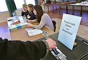 Nederland, Ubbergen, 18-3-2015Verkiezingen voor de provinciale staten, en indirect voor de eerste kamer. De bezetting van dit stembureau, stemburo, bestaat uit drie jonge vrouwen.Netherlands, elections. Dit stembureau staat in een dorpshuis. Stembureau, stemburo in een buurthuis. Netherlands, elections voting . Polling station Foto: Flip Franssen/Hollandse Hoogte
