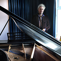 Nederland, Amsterdam , 1 februari 2012..Rick de Leeuw (Haarlem, 10 november 1960) is een Nederlandse schrijver, dichter, zanger, presentator en muziekproducer..Foto:Jean-Pierre Jans