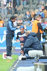 22.10.2011, Olympiastadion Berlin, Berlin, GER, 1.FBL, Hertha BSC Berlin vs 1. FSV Mainz 05 im Bild Fabian Lustenberger (Hertha BSC Berlin #28) muss nach Verletzung am Kopf ausgewechselt werden // during the game Hertha BSC Berlin vs 1. FSV Mainz 05 on 2011/10/22, Olympiastadion Berlin, Berlin, Germany. EXPA Pictures © 2011, PhotoCredit: EXPA/ nph/  Hammes       ****** out of GER / CRO  / BEL ******