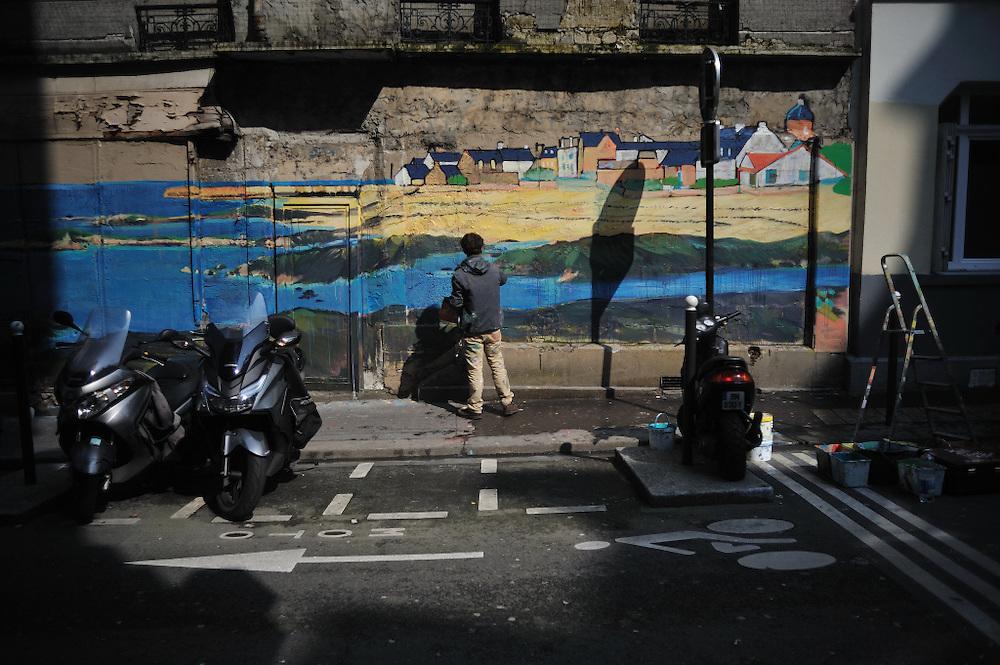 Mars 2016: Felix et Marin Toque peignent des fresques murales dans les rues de Paris et de sa banlieue. Breton ils nous amènent les lumières de l'ouest pour le plus grand plaisir des parisiens. Paris (75). France.
