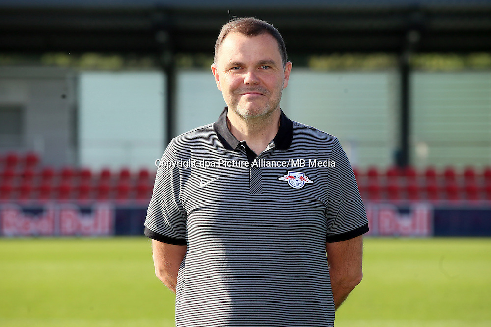 HANDOUT - 1. DFL, 1. Deutsche Bundesliga, RasenBallsport Leipzig, team photo shooting. Image shows team doctor Frank Striegler (RB Leipzig). Photo: GEPA pictures/ Roger Petzsche - For editorial use only. Image is free of charge. |