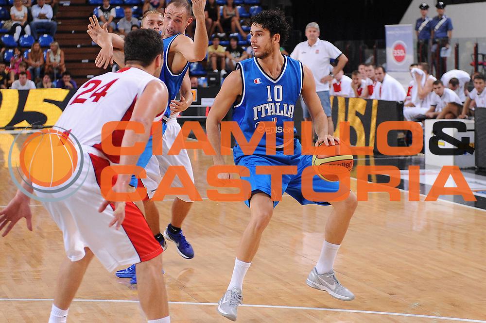 DESCRIZIONE : Rimini Trofeo Tassoni Italia Polonia Italy Poland<br /> GIOCATORE : Luca Vitali<br /> CATEGORIA : palleggio<br /> SQUADRA : Nazionale Italia Uomini <br /> EVENTO : Trofeo Tassoni<br /> GARA : Italia Polonia Italy Poland<br /> DATA : 13/08/2011<br /> SPORT : Pallacanestro<br /> AUTORE : Agenzia Ciamillo-Castoria/M.Marchi<br /> Galleria : Fip Nazionali 2011 <br /> Fotonotizia : Rimini Trofeo Tassoni Italia Polonia Italy Poland<br /> Predefinita :