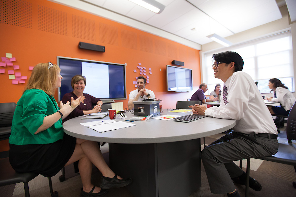 Mark Chun facilitates Transformational Education Workshop with faculty from Queen's and Guelph in the Ellis Hall Active Learning Spaces
