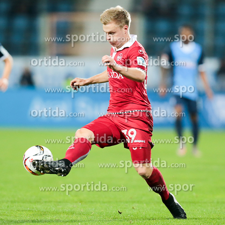 25.09.2015, Rewirpower Stadion, Bochum, GER, 2. FBL, VfL Bochum vs 1. FC Kaiserslautern, 9. Runde, im Bild Jean Zimmer (#39, 1. FC Kaiserslautern) // during the 2nd German Bundesliga 9th round match between VfL Bochum and 1. FC Kaiserslautern at the Rewirpower Stadion in Bochum, Germany on 2015/09/25. EXPA Pictures &copy; 2015, PhotoCredit: EXPA/ Eibner-Pressefoto/ Deutzmann<br /> <br /> *****ATTENTION - OUT of GER*****