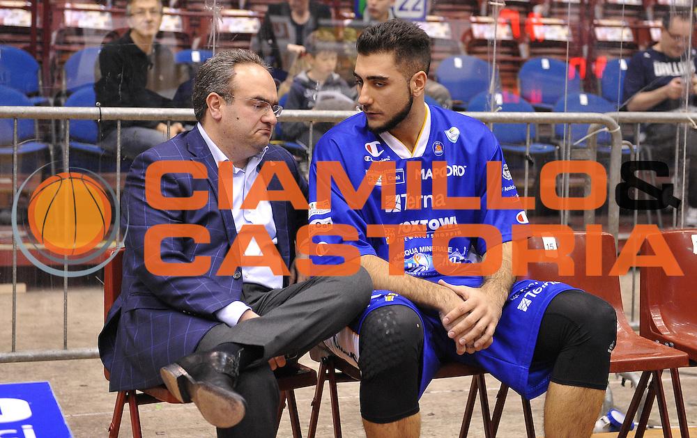 DESCRIZIONE : Milano Lega Basket Serie A 2013-2014 EA7 Emporio Armani Olimpia Milano - Acqua Vitasnella Cantu'<br /> GIOCATORE : Stefano Sacripanti Pietro Aradori<br /> CATEGORIA : before<br /> SQUADRA : Acqua Vitasnella Cantu'<br /> EVENTO : Campionato Lega Basket Serie A 2013-2014<br /> GARA : EA7 Emporio Armani Olimpia Milano - Acqua Vitasnella Cantu'<br /> DATA : 06/04/2014 <br /> SPORT : Pallacanestro <br /> AUTORE : Agenzia Ciamillo-Castoria/R.Morgano<br /> Galleria : Lega Basket Serie A 2013-2014