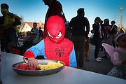 Enfants consommant du sucre apres la defile du carnaval. Viriat, commune rurale de l Ain
