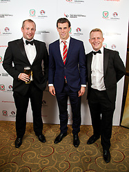 CARDIFF, WALES - Monday, October 6, 2014: Wales' Gareth Bale with The Word's David Gray (L) and Oracle's Jon Hurst (R) at the FAW Footballer of the Year Awards 2014 held at the St. David's Hotel. (Pic by David Rawcliffe/Propaganda)