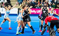 Londen - Delfina Merino (Arg) heeft de stand op 2-0 gebracht   tijdens de cross over wedstrijd Argentinie-Nieuw Zeeland (2-0)  bij het WK Hockey 2018 in Londen .  COPYRIGHT KOEN SUYK