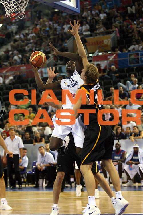 DESCRIZIONE : Madrid Spagna Spain Eurobasket Men 2007 Qualifying Round Francia Germania France Germany<br /> GIOCATORE : Florent Pietrus<br /> SQUADRA : Francia France<br /> EVENTO : Eurobasket Men 2007 Campionati Europei Uomini 2007<br /> GARA : Francia France Germania Germany<br /> DATA : 08/09/2007<br /> CATEGORIA : Tiro<br /> SPORT : Pallacanestro<br /> AUTORE : Ciamillo&amp;Castoria/A.Vlachos<br /> Galleria : Eurobasket Men 2007<br /> Fotonotizia : Madrid Spagna Spain Eurobasket Men 2007 Qualifying Round Squadra Squadra Team Team<br /> Predefinita :&nbsp;