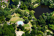 Nederland, Noord-Holland, Amsterdam, 29-06-2018; Vondelbuurt, Vondelpark met kinderbadje en speeltuin, ter hoogte van Kattenlaan.<br /> <br /> luchtfoto (toeslag op standard tarieven);<br /> aerial photo (additional fee required);<br /> copyright foto/photo Siebe Swart