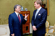 THE HAGUE - Dutch King Willem-Alexander (R) receives Turkish President Abdullah Gul at Huis ten Bosch Palace in The Hague, The Netherlands, ahead of the Nuclear Security Summit (NSS) in The Hague from 24 to 25 March. DEN HAAG - Koning Willem-Alexander ontvangt president Abdullah Gul van Turkije op paleis Huis ten Bosch. Aanleiding voor het bezoek is de nucleaire veiligheidstop NSS in Den Haag.    COPYRIGHT ROBIN UTRECHT