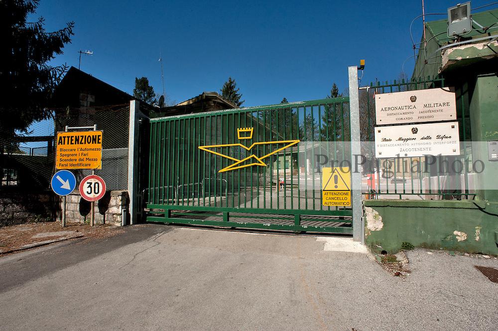 Gargano aprile 2013.Base aeronautica militare nella Foresta Umbra