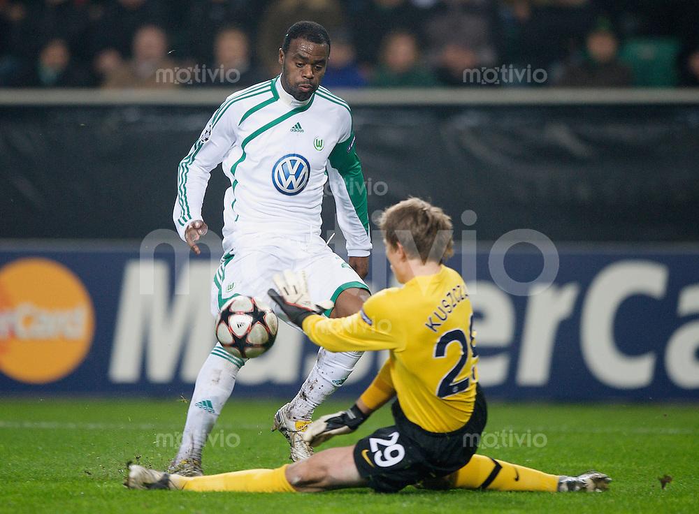 Fussball Uefa Champions League VFL Wolfsburg - Manchester United FC GRAFITE (Wolfsburg) gegen Tomasz KUSZCZAK (Manchester).