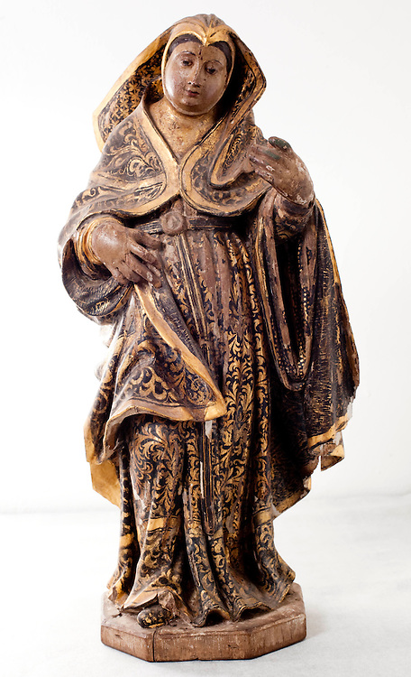 Belo Horizonte_MG, Brasil..Pecas sacras roubadas no estado de Minas Gerais. Na foto, uma peca representativa de Santa Rita, do sec XVIII...Stolen religious images at Minas Gerais. In the photo, a representative piece of Saint Rita , from XVIII century...Foto: BRUNO MAGALHAES / NITRO