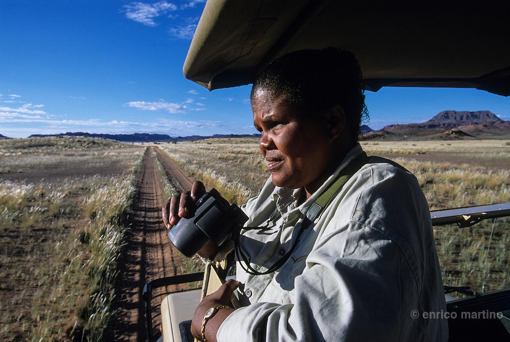 Doro Nawas, Rosalia Harares, the firs woman ranger of Namibia.