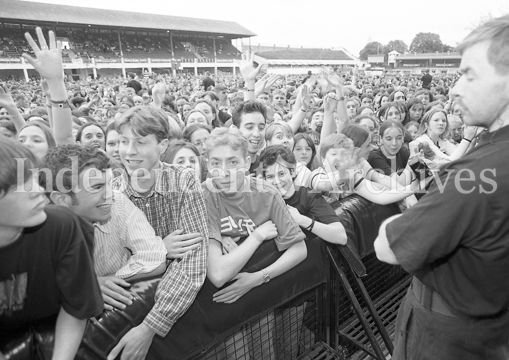 Fans at the Blur Concert in the RDS, Dublin, 22/06/1996 (Part of the Independent Newspapers Ireland/NLI Collection).