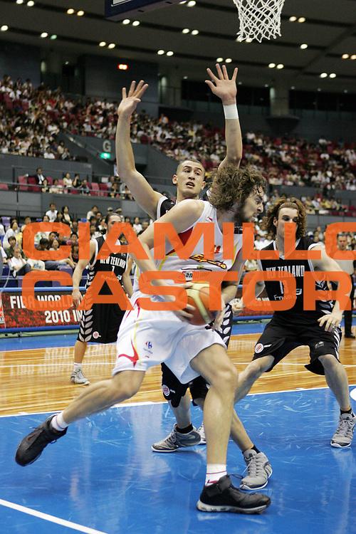 DESCRIZIONE : Hiroshima Giappone Japan Men World Championship 2006 Campionati Mondiali Spain-New Zeland <br /> GIOCATORE : Gasol<br /> SQUADRA : Spain Spagna <br /> EVENTO : Hiroshima Giappone Japan Men World Championship 2006 Campionato Mondiale Spain-New Zeland <br /> GARA : Spain New Zeland Spagna Nuova Zelanda <br /> DATA : 19/08/2006 <br /> CATEGORIA : Palleggio<br /> SPORT : Pallacanestro <br /> AUTORE : Agenzia Ciamillo-Castoria/T.Wiedensohler <br /> Galleria : Japan World Championship 2006<br /> Fotonotizia : Hiroshima Giappone Japan Men World Championship 2006 Campionati Mondiali Spain-New Zeland <br /> Predefinita :