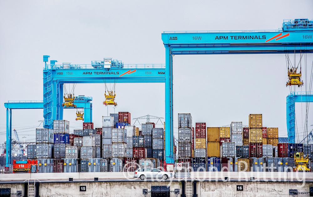 Netherlands - Port of Rotterdam  -tweede maasvlakte - APM terminals at the second maasvlakte. foto raymond rutting