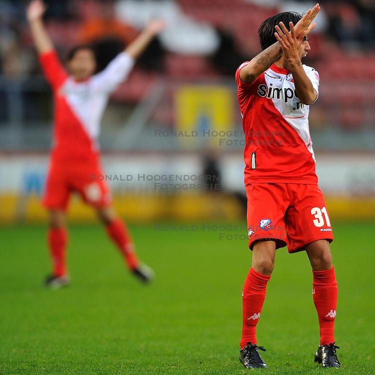22-01-2012 VOETBAL: FC UTRECHT - PSV: UTRECHT<br /> Utrecht speelt gelijk tegen PSV 1-1 / Stefano Lilipaly geeft aan dat het hands was<br /> ©2012-FotoHoogendoorn.nl