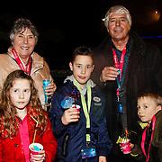 NLD/Harderwijk/20100320 - Opening nieuwe Dolfinarium seizoen met nieuwe show, Klaas Wilting en partner Gerda met hun kleinkinderen