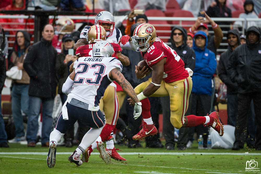 San Francisco 49ers running back Carlos Hyde (28) carries the ball against the New England Patriots at Levi's Stadium in Santa Clara, Calif., on November 20, 2016. (Stan Olszewski/Special to S.F. Examiner)