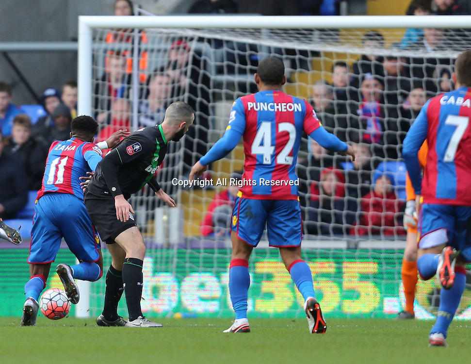 30.01.2016. Selhurst Park, London, England. Emirates FA Cup 4th Round. Crystal Palace versus Stoke. Wilfried Zaha runs through the Stoke defence to score the first goal