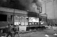 Roma  31 gennaio 1991.Ex Pastificio Pantanella occupato da centinaia di immigrati asiatici provenienti dal Pakistan e Bangladesh..Le forze dell'Ordine sgombrano la Pantanella. Scoppia un incendio durante lo sgombero.Rome, January 31, 1991.Ex Pastificio Pantanella occupied by hundreds of Asian immigrants from Pakistan and Bangladesh..The Police evacuate the Pantanella.A fire during the evacuation
