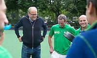BLOEMENDAAL -  OZ coach Michel van den Heuvel . Oud internationals Eby Kessing, Ronald Brouwer en Nick Meijer, alle spelers van Bloemendaal, namen afscheid met een afscheidsdrieluik. COPYRIGHT KOEN SUYK