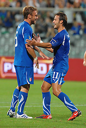 07.09.2010, Stadio Artemio Franchi, Florenz, ITA, UEFA 2012 Qualifier, Italia v Faer Oer, im Bild daniele de rossi esulta con alberto gilardino dopo aver segnato il gol .EXPA Pictures © 2010, PhotoCredit: EXPA/ InsideFoto/ Massimo Oliva *** ATTENTION *** FOR AUSTRIA AND SLOVENIA USE ONLY! / SPORTIDA PHOTO AGENCY