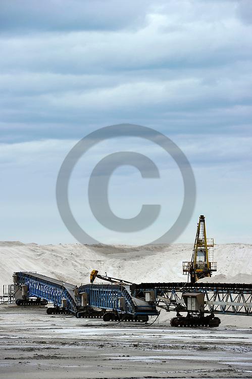 02/05/14 - SALIN DE GIRAUD - BOUCHES DU RHONE - FRANCE - Exploitation du sel par les Salins du Midi - Photo Jerome CHABANNE