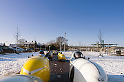 Ligfietsers rijden hun traditionele laatste toertocht, de oliebollentocht. De fietstocht wordt gereden in een velomobiel, een overdekte ligfiets die ook wel 'gele banaan' of raket wordt genoemd. Dit jaar rijden de fietsers een ronde in de buurt van Nijmegen.<br /> <br /> Recumbent cyclists ride their traditional last tour of the year. They ride the tour with velomobiles, a faired recumbent. This year the tour is in the Nijmegen area.