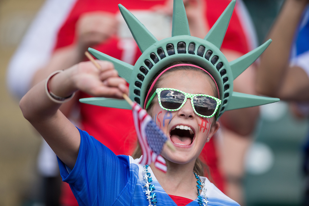 An American fan cheers as the team warms up for their FIFA Women's World Cup Group of 16 Match against Colombia at Commonwealth Stadium in Edmonton, Canada on June 22, 2015.   AFP PHOTO/GEOFF ROBINS