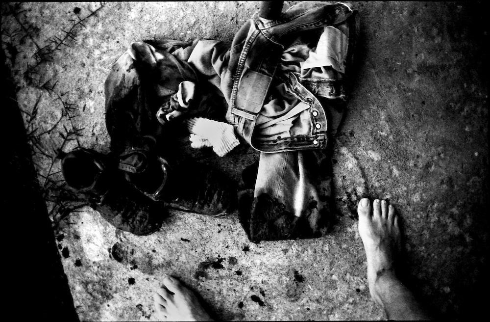 SELF PORTRAITS / AUTORRETRATOS.Photography by Aaron Sosa.Libertad, Barinas State - Venezuela 2002.(Copyright © Aaron Sosa)