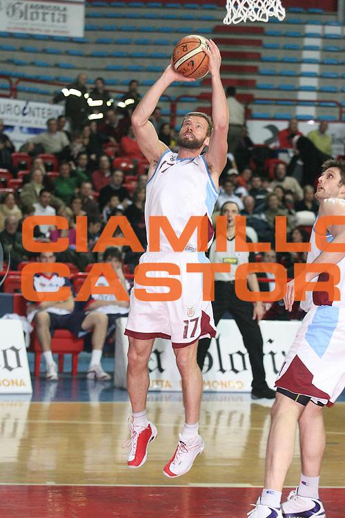 DESCRIZIONE : Montecatini Legadue 2006-07 Agricola Gloria Basket Rossoblu Montecatini Nuova ANG Sebastiani Rieti<br /> GIOCATORE : Mian<br /> SQUADRA : Nuova ANG Sebastiani Rieti<br /> EVENTO : Campionato Legadue 2006-2007<br /> GARA : Agricola Gloria Basket Rossoblu Montecatini Nuova ANG Sebastiani Rieti<br /> DATA : 18/02/2007<br /> CATEGORIA : Tiro<br /> SPORT : Pallacanestro<br /> AUTORE : Agenzia Ciamillo-Castoria/Stefano D'Errico