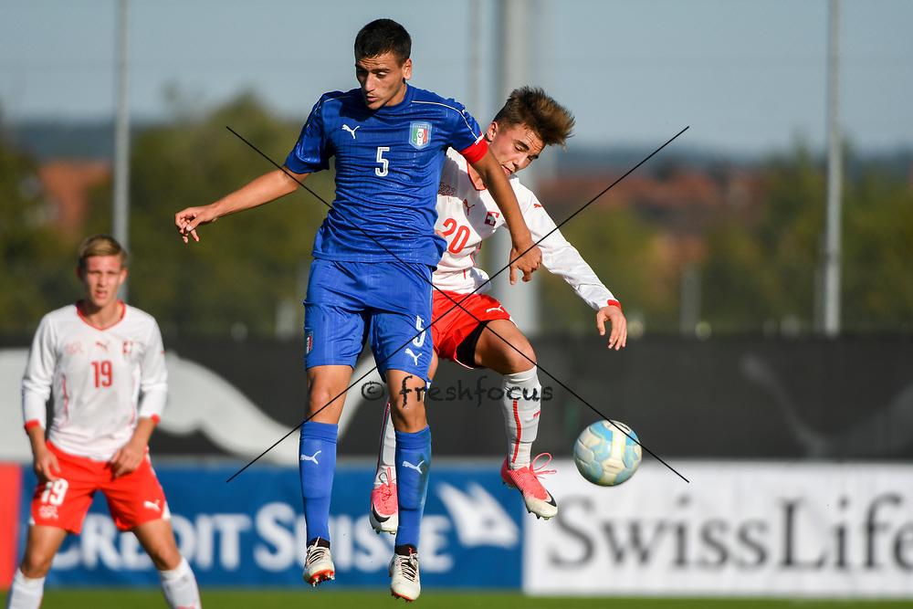 21.09.2017; Niederhasli; FUSSBALL U16 - Schweiz - Italien;<br /> Raffaele Spino (ITA) Yannick Cotter (SUI) <br /> (Andy Mueller/freshfocus)