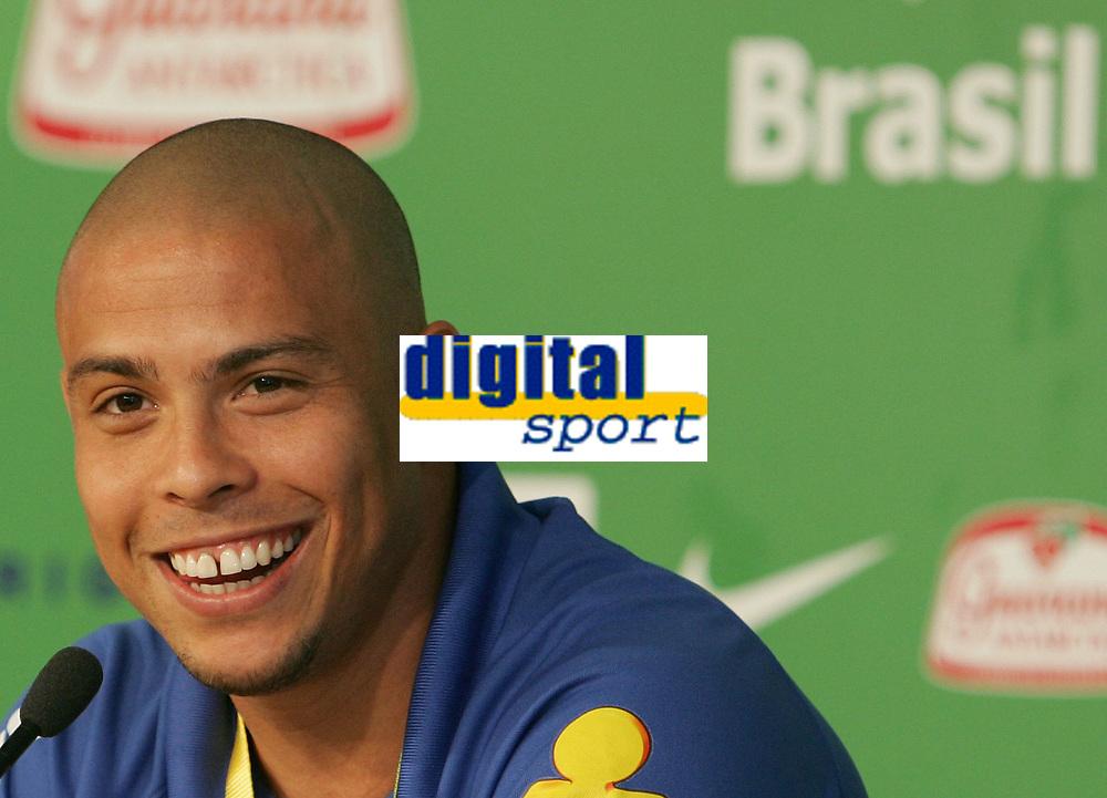 Ronaldo waehrend der Pressekonferenz. © Urs Bucher/EQ Images