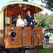 Huizerdag 2001, bruidsreportage op de Gooische Stoomtram