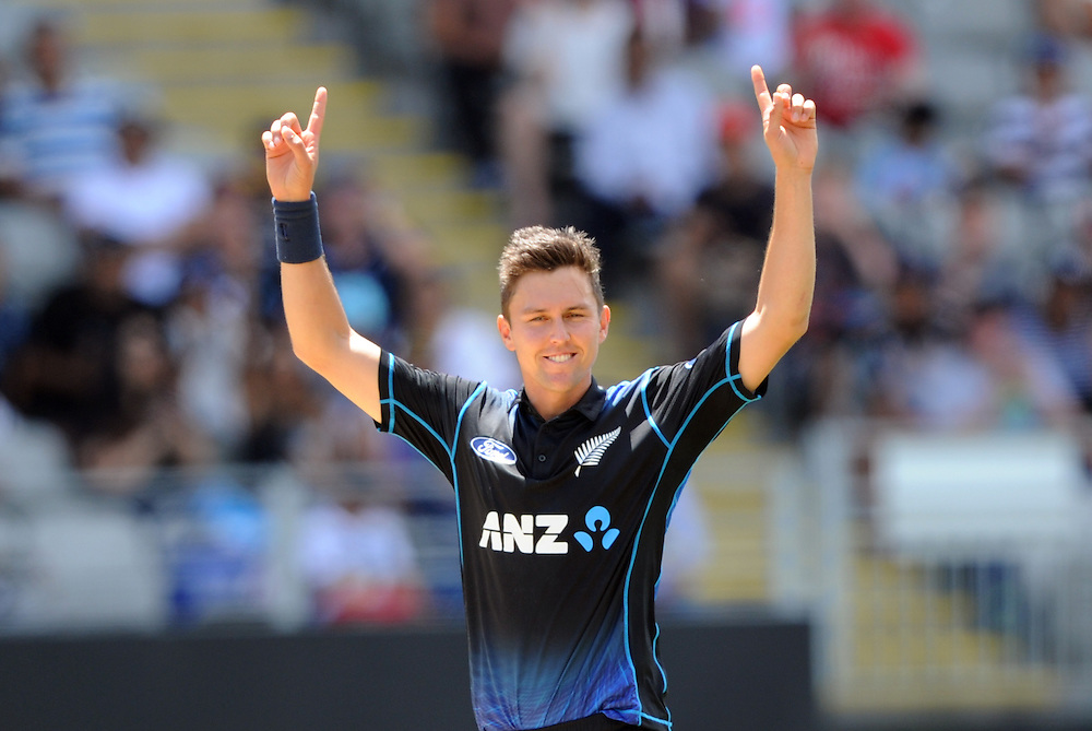 New Zealand's Trent Boult takes the wicket of Pakistan's Shoaib Malik for 32 in the 3rd ODI International Cricket match at Eden Park, Auckland, New Zealand, Sunday, January 31, 2016. Credit:SNPA / Ross Setford