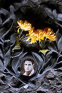 Roma 15 Giugno 2007.Omaggio ai Martiri delle Fosse Ardeatine, dopo la sentenza del Tribunale Militare che permette ad Erich Priebke, condannato per l'eccidio delle Fosse Ardeatine di uscire dagli arresti domiciliari per andare al lavoro..Rome June 15, 2007.Tribute to the martyrs at the Fosse Ardeatine, after the ruling of the Military Tribunal that allows at Erich Priebke, convicted for the massacre of the Fosse Ardeatine  to get out of the domiciliary arrests to go to the job.