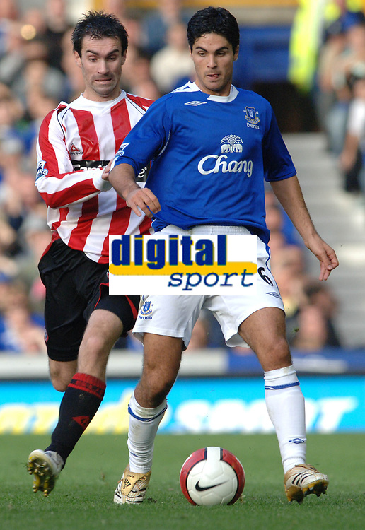 Photo: Paul Greenwood.<br />Everton v Sheffield United. The Barclays Premiership. 21/10/2006. Sheffields Kevin Gillespie (left) tussles with  Tim Cahill.