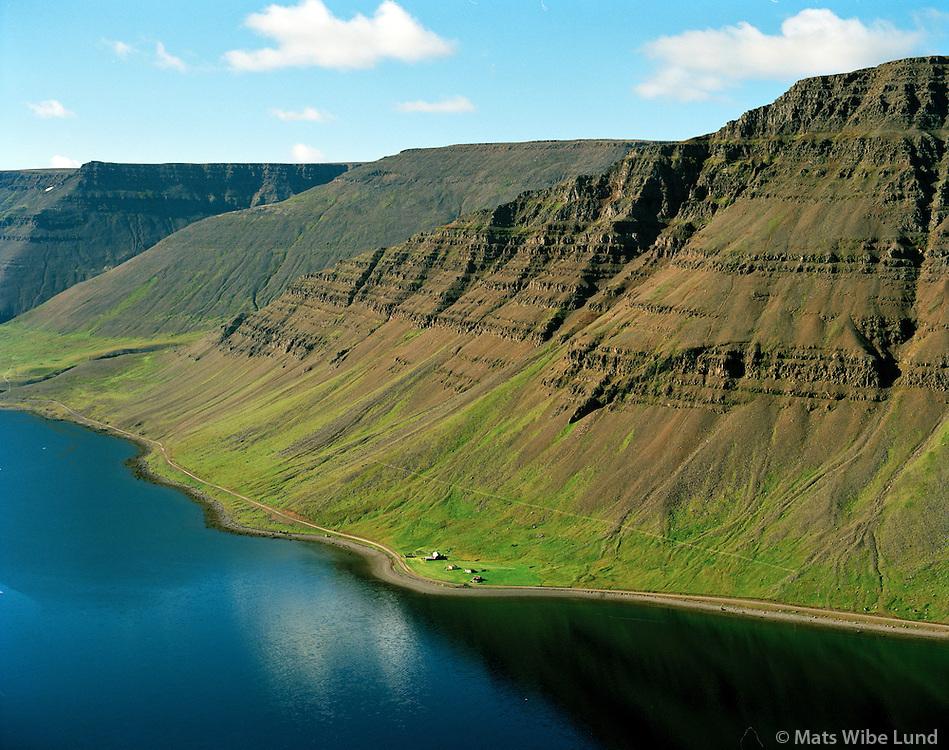 Hjallkárseyri séð til vesturs, Ísafjarðarbær áður Auðkúluhreppur / Hjallkarseyri viewing west, Isafjardarbaer former Audkuluhreppur