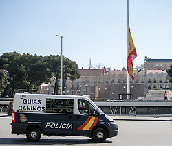 THEMENBILD - ein spanisches Polizeifahrzeug vor einer spanische Flagge. Sie liegt im Zentrum der iberischen Halbinsel und ist Hauptstadt von Spanien. Aufgenommen am 25.03.2016 in Madrid ist Spanien // Madrid is on of the biggest metropolis in Europe. It is located in the center of the Iberian Peninsula and is the capital of Spain. Spain on 2016/03/25. EXPA Pictures © 2016, PhotoCredit: EXPA/ Jakob Gruber
