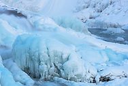 Eis und Schnee beim Wasserfall Gullfoss, Island<br /> <br /> Ice and snow at the waterfall Gullfoss, Iceland